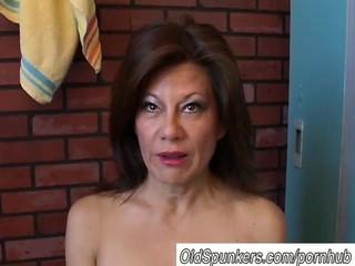 Gorgeous mature amateur has a juicy pussy