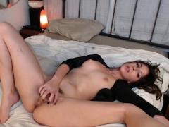Amateur Big Ass Brunette Camgirl With Dildo On Webcam