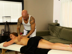 Dicksucking Babe Facialized By Masseur