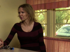 Milf Facesits Lesbian Motel Attendant