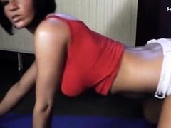Deutsches Gymnastik Girl Rubbelt Ihre Pussy